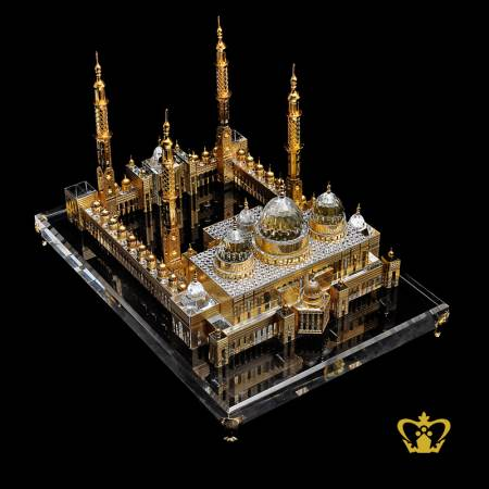 The-Sheikh-Zayed-Grand-Mosque-Crystal-replica-with-clear-base-golden-color-engraved-Hand-crafted-Corporate-Gift-UAE-National-Day-Tourist-Souvenir-Abu-Dhabi