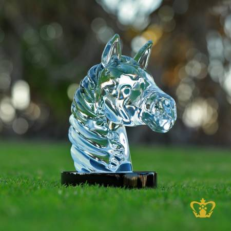 Manufactured-Artistic-Crystal-Replica-of-Horse-Head-with-Circular-Black-Base-and-Intricate-Detailing