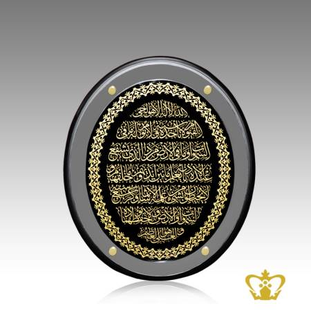 Oval-shaped-crystal-frame-engraved-golden-Arabic-calligraphy-Ayat-Al-Kursi-with-exquisite-borders