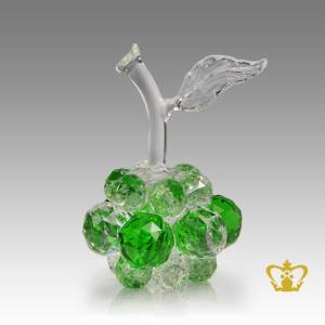 Artistry-crystal-replica-of-apple-with-intricate-detailing-embellish-with-leaf
